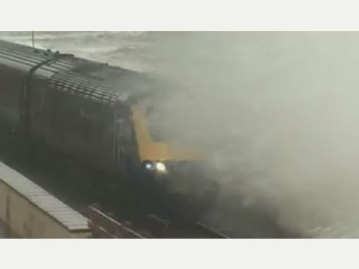 Herald Express – Dawlish Beach Cam showing trains and waves attracts thousands of hits